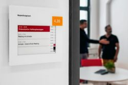 Messe Düsseldorf relies on kompas in order to digitalize the meeting rooms and door signs (photo: dimedis)
