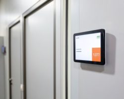 kompas Door Signage also functions on LCDs (photo: Messe Düsseldorf)